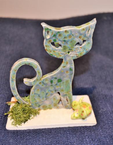 Chat à poser ton vert mousse