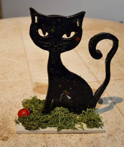 Chat à poser noir avec éclats couleurs multiples