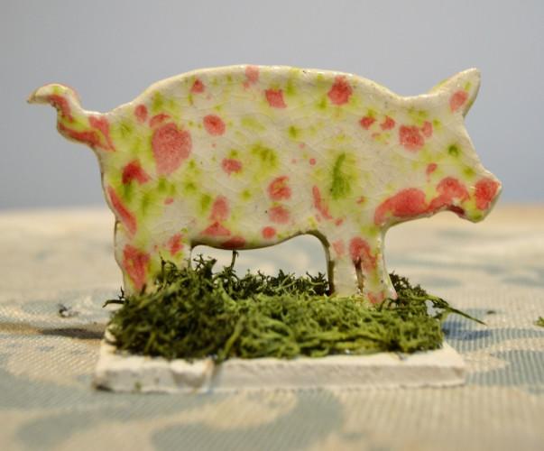 Cochon à poser tons rose et vert.